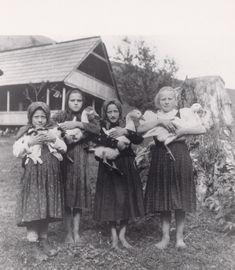 Somewhere in Slovakia, 1927 (Irena Blühová) Old Images, Old Photos, Vintage Photographs, Vintage Photos, Retro Photography, Folk Dance, Vintage Children, Spirit Animal, Historical Photos