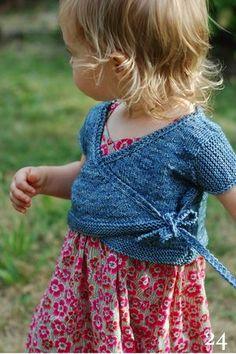 Robe Summer Maxi-dress de Heidi Liberty Ellie Ruth. Cache-coeur Petit Artichaut de Solenn Couix-Loarer. Laine Physalis de Graine de laine.