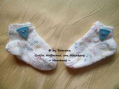 ~ NEU ~ handgestrickte Babysocken ~ Sneaker ~ Fußlänge ca. 8 cm ~ (0014)
