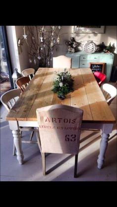 Would love to have this in my future dining room - can wait to have a big festive roast around it!