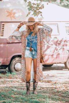 Hippie chic look indianer, böhmischer kimono, boho gypsy, unkonventioneller Boho Gypsy, Hippie Boho, Bohemian Style, Bohemian Fashion, Indian Fashion, Hippy Fashion, Bohemian Summer, Gypsy Style, Gothic Fashion