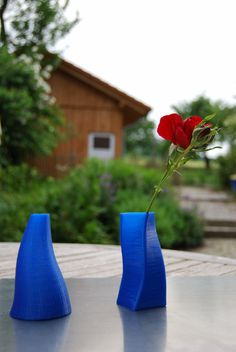 Vases made by a 3D printer! Newest tool soon to be in our homes!