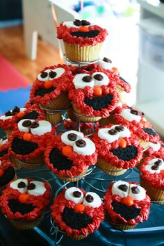 Elmo cupcakes @stacywendling