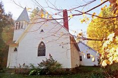 Cottekill Church and House - located in Hudson Valley. The new owner decided to renovate it. She also decided to live in it. As a result, it became part church and part home. She even included a studio in there.