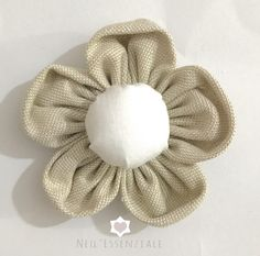 Come fare i fiori di stoffa Cloth Flowers, Diy Flowers, Fabric Flowers, Sewing Crafts, Sewing Projects, Shabby Chic Flowers, Hobbies For Kids, Diy And Crafts, Arts And Crafts