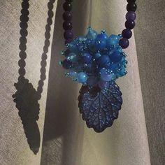 Necklace made with a porcelain lemonbalm leaf and agate beads, one of a kind, handmade #ilemas #porcelain #leaves #handmade #lemonbalm  #agate #jewelry