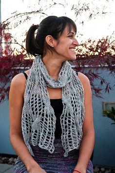 Aunque las bufandas, al contrario que las bicicletas, no son para el verano, siempre es habitual llevar algún pañuelito para taparnos el cuello si el tiempo refresca ligeramente. Una bufanda verani…