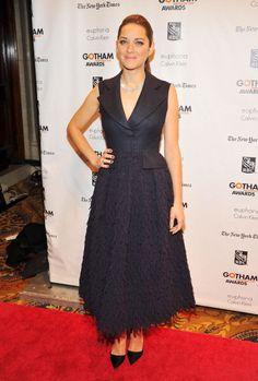 Marion Cotillard, de vestido Dior Alta-Costura, escarpins Dior e colar Chopard.  GETTY