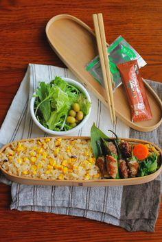 焼きもろこしご飯しし唐の肉詰めさつま芋と牛蒡、じゃこの炒め煮青梗菜のシーズニングソース和え人参の梅煮サラダ今日は「焼きもろこしご飯」が主役のお弁当。昨日の晩御飯に杉本節子さんのレシピで炊いた「焼きとうもろこしの炊き込みご飯」で、旦那さんにも