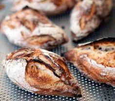 vita bröd/frallor Sourdough Bun Recipe, Sourdough Rolls, Brioche Recipe, Best Bread Recipe, Bread Rolls, Bread Recipes, Sweet Buns, Bread Appetizers, Easy Bread