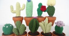 9 crochet cacti or cactus - Mig og Maya free pattern (dan) Crochet Home, Love Crochet, Diy Crochet, Crochet Crafts, Crochet Flowers, Crochet Projects, Crochet Cactus Free Pattern, Crochet Patterns, Pincushion Patterns