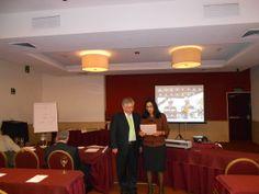 Entrega de reconocimiento al ponente el Ing Alejandro Rico por parte de la Dra. Susana Fernández Águila, Presidente del IMV y el Lic. Francisco Fuentes Director de Capacitación del IMV