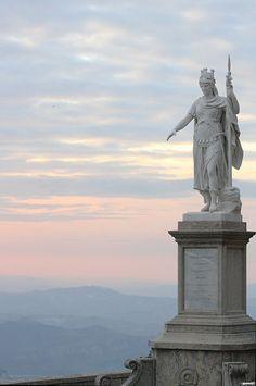 San Marino: Statua della Libertà al tramonto