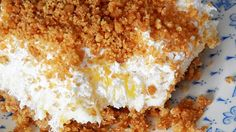 Pineapple Dream Dessert is one of those perfect potluck desserts. Cream cheese, pineapple, whipped cream and graham crackers, yum! - Food and Drinks Ideas Biscuits Graham Dessert, Graham Cracker Dessert, Graham Crackers, Potluck Desserts, No Bake Desserts, Easy Desserts, Dessert Recipes, Bar Recipes, Dessert Food