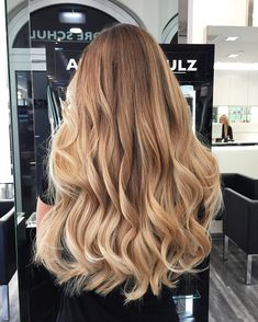 Hair inspiration color in 2019 curly hair styles, balayage hair, hair color Blonde Hair Looks, Brown Blonde Hair, Ombre Hair Color, Hair Color Balayage, Cut Her Hair, Hair Cuts, Curly Hair Styles, Rides Front, Straight Hairstyles