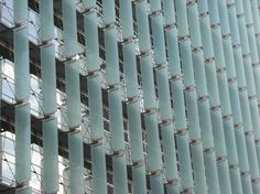 Sunshades for diffusing and deflecting hot sunlight The San Francisco Federal Building, designed by Thom Mayne, makes dramatic architectural use of glass sun shades on the tower's northwest facade. Photo: John King / SF #sustainabledesign #architecture