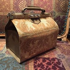 Follow along to learn how to I completed this handsome Fortuny Gladstone bag.