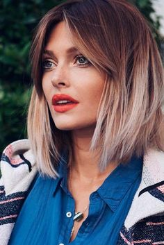 ideas de cortes de pelo media melena modernos, cabello con mechas californianas y flequillo lateral Short Bob Cuts, Short Hair Cuts For Women, Long Hair Styles, Short Bob Hairstyles, Hairdos, Spring Summer Trends, Hairstyle Short, Swag Hairstyles, Long Hair