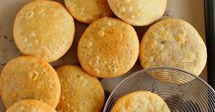 Once you get the hang of it, making moong dal khasta kachori is not complicated. Try this recipe with a moong dal filling inside a crisp kachori, and enjoy a warm kachori in many different ways. Indian Snacks, Indian Food Recipes, Vegetarian Recipes, Breakfast Recipes, Snack Recipes, Cooking Recipes, Veg Manchurian Dry Recipe, Sweet Corn Soup, Dry Snacks
