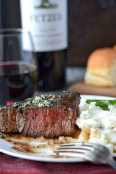 Filet Mignon with Garlic herb butter on a plate with potatoes and asparagus Meat Recipes, Dinner Recipes, Healthy Recipes, Dinner Ideas, Beef Dishes, Food Dishes, Main Dishes, Best Filet Mignon Recipe, Fiestas
