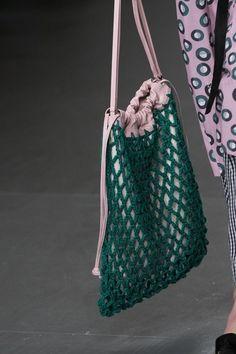 Eudon Choi at London Fashion Week Spring 2018 – Details Runway Photos – Crochet Bag İdeas. Fashion Moda, Fashion Bags, New Fashion, Trendy Fashion, Spring Fashion, Fashion Shoes, London Fashion, Versace Fashion, Fashion Check
