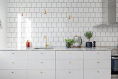 Witte keuken met marmeren keukenblad   Interieur inrichting