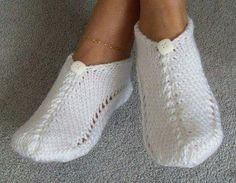 Pair of White As Snow Pocket Slippers Always wanted to learn how to knit, but uncertain the place to begin? That Definite Beginner Knitting String is exactly . Knitted Slippers, Crochet Slippers, Knit Crochet, Crochet Hats, Knitting Socks, Hand Knitting, Beginner Knitting, Knitting Patterns, Crochet Patterns