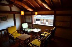 橙カフェ 2階には、海野宿の町並みを見渡せる落ち着いた雰囲気のカフェが併設されています。