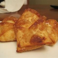 Crab Rangoon 1 quart oil for deep frying  1 (8 ounce) package cream cheese, softened  2 (6 ounce) cans crabmeat, drained and flaked  1/2 teaspoon garlic powder  1/4 teaspoon paprika  2 tablespoons water chestnuts, drained and chopped  1 (14 ounce) package wonton wrappers
