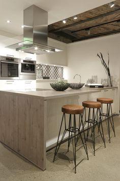 Barhocker Style tresentisch in der industrial style küche mit passenden barhockern