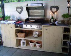 Onze buitenkeuken gemaakt van steigerhout.