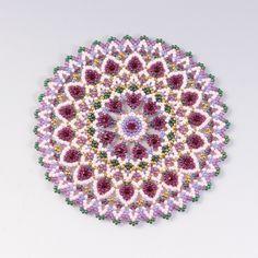 Free pattern for earrings Bonny - Her Crochet Seed Bead Flowers, Beaded Flowers, Beading Techniques, Beading Tutorials, Bead Jewellery, Beaded Jewelry, Crochet Bedspread Pattern, Rose Crafts, Beaded Crafts