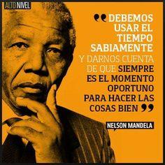 """""""Debemos usar el tiempo sabiamente y darnos cuenta que siempre es el momento oportuno para hacer las cosas bien""""  Frases de Nelson Mandela en Español, Frases Celebres"""