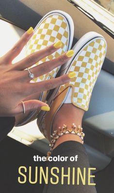 60 zapatos de moda de verano que te harán ver genial - Sommergefühl - Cute Shoes, Me Too Shoes, Tenis Vans, Vans Sneakers, Vans Shoes Outfit, Do It Yourself Fashion, Mode Vintage, Shoe Game, Fashion Shoes
