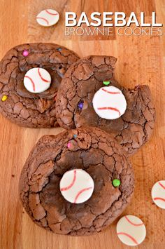 Bake up some baseball brownie cookies using store-bought brownie mix and candy melts. They are great for post-game treats or baseball birthday parties. Baseball Desserts, Baseball Treats, Baseball Food, Baseball Stuff, Biscoff Cookies, Brownie Cookies, Cookie Cakes, Baseball Birthday Party, Birthday Parties
