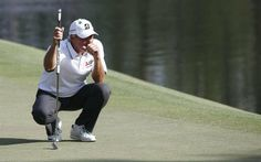 Fred Couples of the US lines up his putt on the sixteenth hole during the second round of the 2014 Masters Tournament at the Augusta National Golf Club in Augusta, Georgia, USA, 11 April 2014.