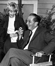 Hayley Mills and Walt Disney on the set of That Darn Cat ( 1965 )