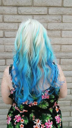 Ombré blue turquoise hair. Love my mermaid hair.