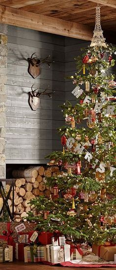Rustic Country Christmas Tree - by Canadian Log Homes