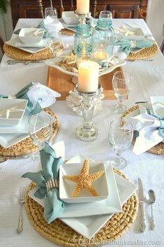 Hola Chicas!!! Les tengo en esta ocasion una decoracion para la casa de la playa, utilizando accesorios decorativos en texturas naturales, es esta ocasion predomina el color blanco con beige. Les dejo una galeria de fotos donde podrán tener idea de como decorar la cocina, como decorar la mesa, salón (sala) habitacion (dormitorio), baño y terraza. Espero que les guste, que tengan un lindo día!!! #casasrusticaschicas
