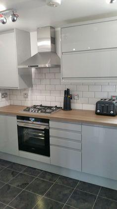 Grey Gloss Kitchen - White brick tiles