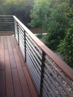 Deck railing isn't simply a safety function. It can include a stunning aesthetic to frame a decked location or deck. These 36 deck railing ideas reveal you how it's done! Horizontal Deck Railing, Metal Deck Railing, Patio Railing, Balcony Railing Design, Deck Design, Outdoor Railings, Composite Deck Railing, Modern Railing, Patio Stairs