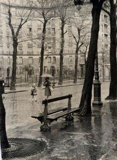 Edouard Boubat Paris 1950 France and it's creativity and special charm,we know it. Vintage Paris, Old Paris, Robert Doisneau, Ville France, I Love Paris, Vintage Pictures, Vintage Photographs, Rainy Days, First Photograph