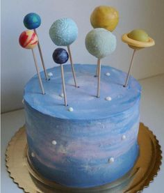 Galaxy Cake: These space cakes and cupcakes conquer the baking heaven Solar System Cake, Earth Cake, Planet Cake, Outer Space Party, Galaxy Cake, Diy Cake, Snack, Themed Cakes, Cake Pops