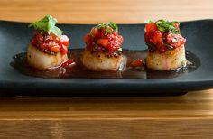 Caramelized scallops with strawberry salsa recipe by minimallyinvasivenj #plating #presentation