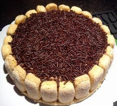 Op 24 april ben ik 25 jaar geworden. Om dit te vieren heb ik getrakteerd met taart en cake. Mijn favoriet van al wat ik gebakken heb was de chocolademoussetaart! Een heerlijke chocoladebom, maar hé…