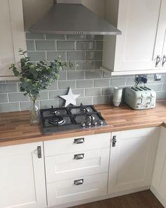 Open Plan Kitchen Living Room, Kitchen Room Design, Kitchen Tiles, Home Decor Kitchen, Kitchen Interior, New Kitchen, Home Kitchens, Apartment Kitchen, Galley Kitchen Design