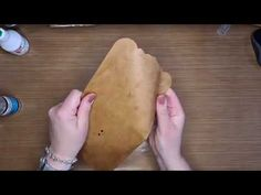 FacebookLIVE - Leer maken van Kraft cardstock met Janet - 17 juli Travelers Notebook, Mini Albums, Card Stock, The Creator, Van, Ethnic Recipes, Workshop, Tutorials, Food