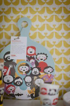 Familjen breadboard and Lovebird wallpaper  isak - beautiful happy things