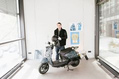 Manuel Osterholt with his new limited edition work, a customised unu scooter - Freunde von Freunden
